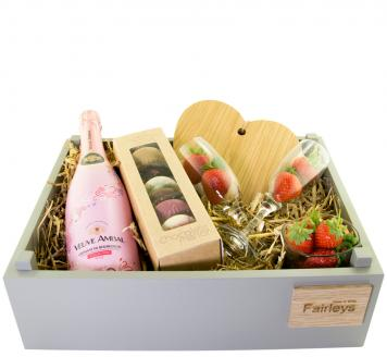 Review the Rose Gift Hamper, from Veuve Ambal